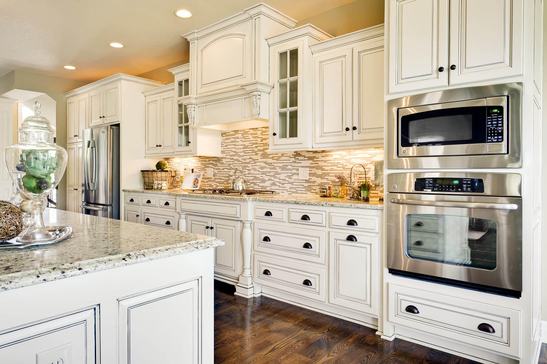Kitchen Stove Small White Quartz Backsplash