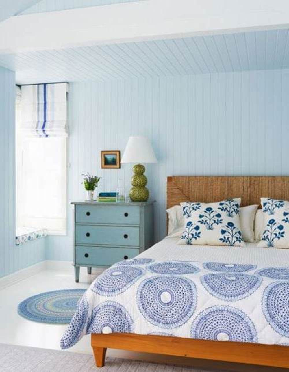 Blue coastal bedroom decor for Blue beach bedroom ideas