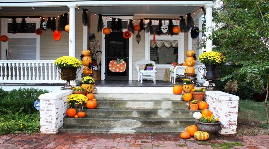 Decorate-front-porch-for-Halloween_1 (Copy)