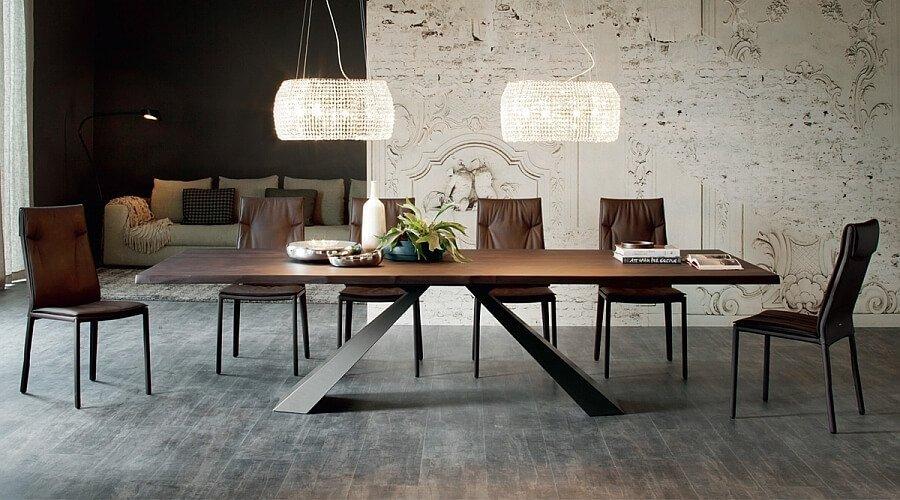 Glamorous Eliot Table
