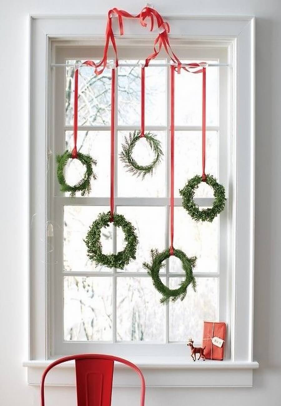 Awesome christmas window decor ideas 23