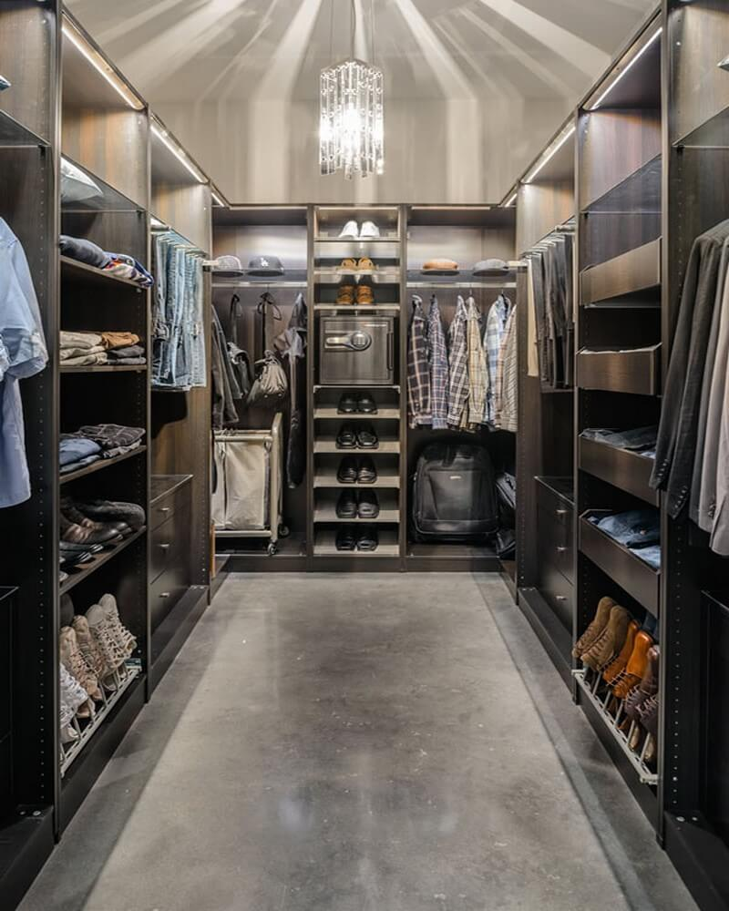15 statement masculine walk in closet designs http for Walk in safe rooms