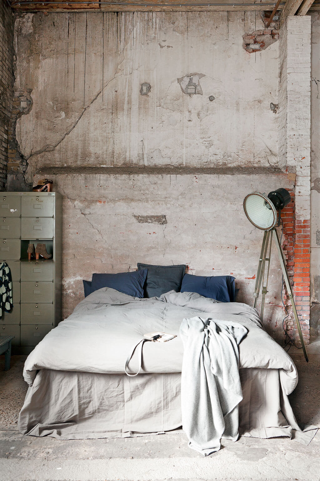 7 industrial chic bedroom design ideas to inspire for Bedroom ideas industrial