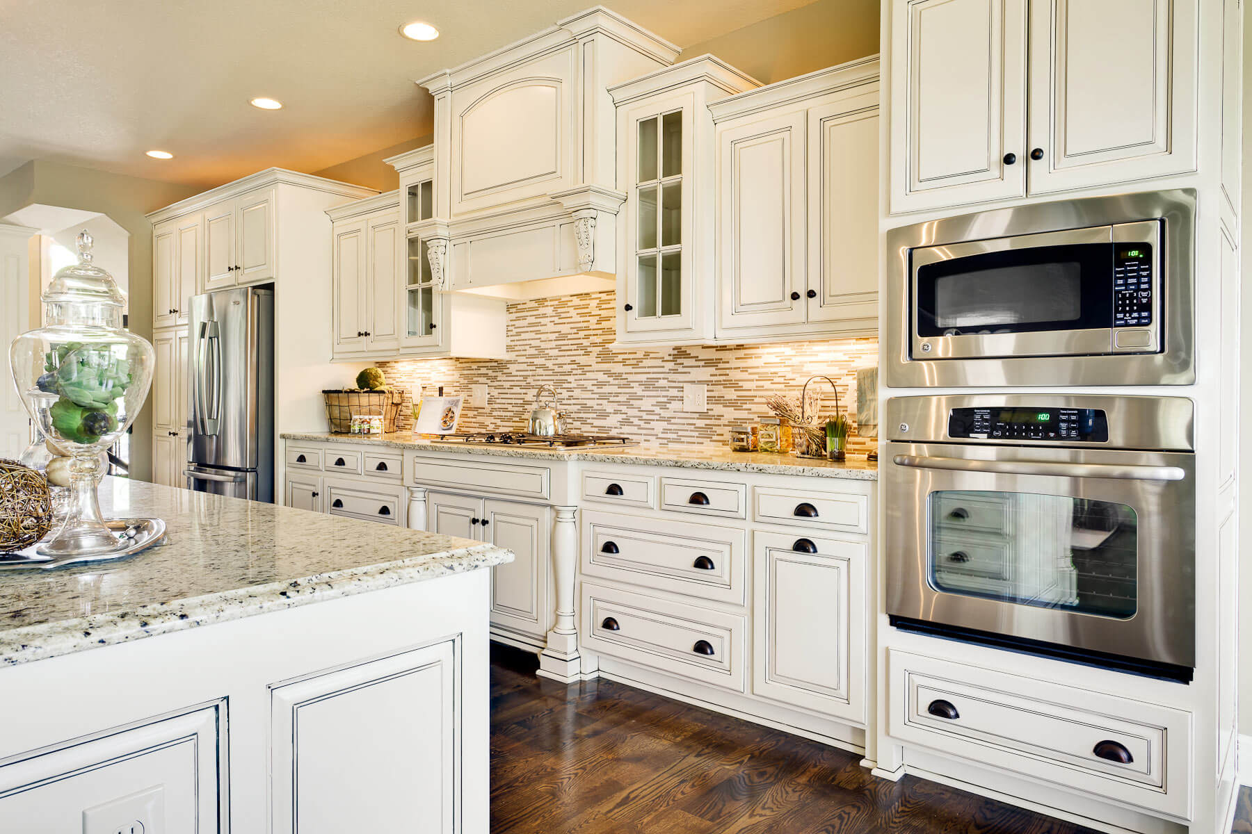 15 serene white kitchen interior design ideas https for White cabinets granite countertops