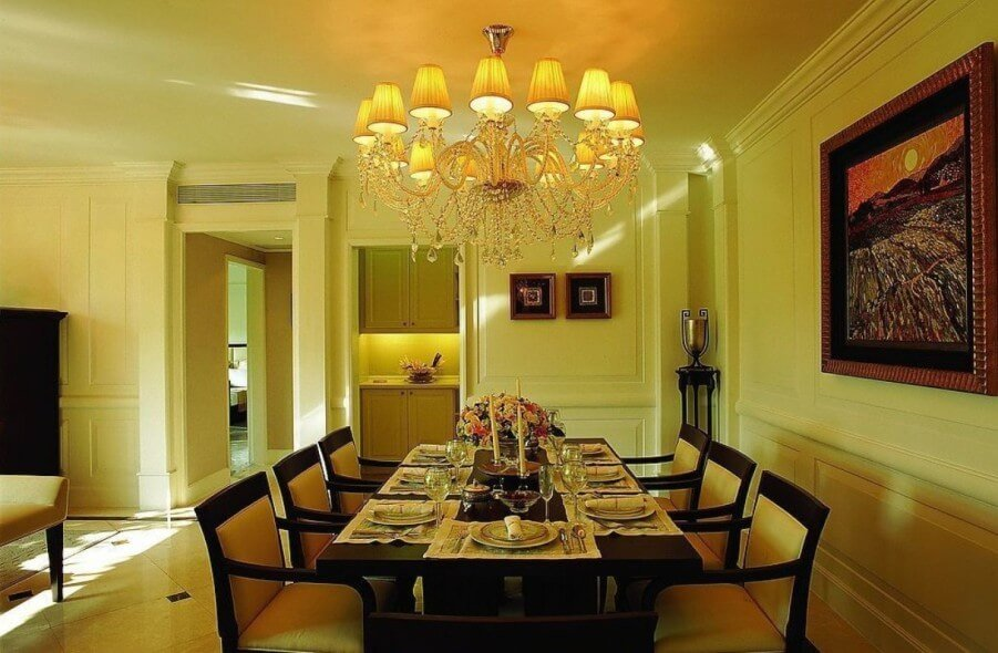 10 paint color ideas for beautiful dining room interior for Yellow dining room ideas