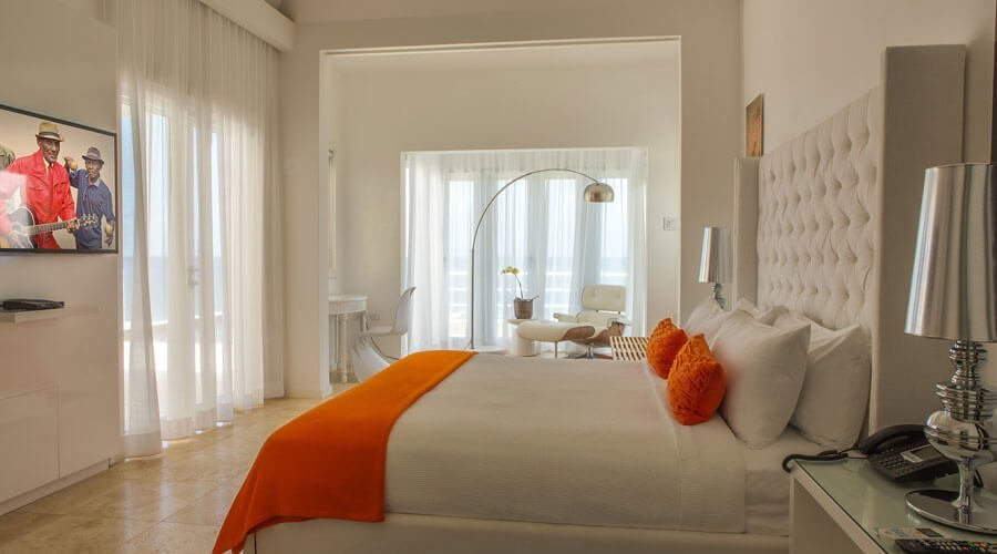10 gorgeous airy bedroom interior design ideas https for Bedroom designs in jamaica