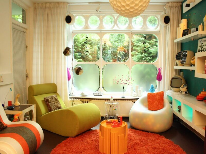 mid-century-modern-interior-and-yellow-accents