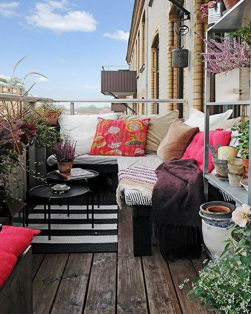 10 charming small balcony decoration ideas https