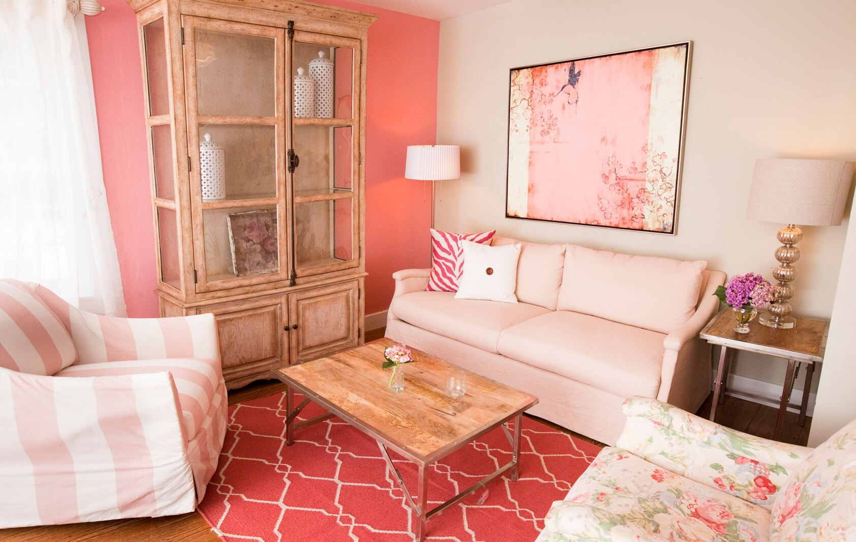 10 amazing pink living room interior design ideas https for Decoracion para pared vintage