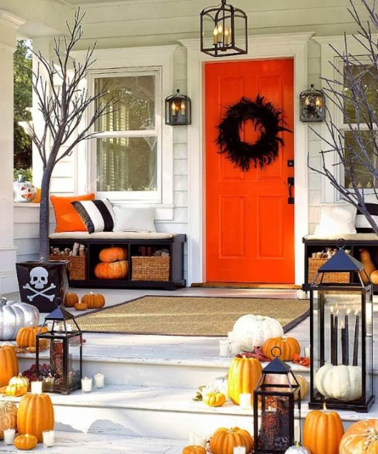 Chic Hallowen Porch Idea