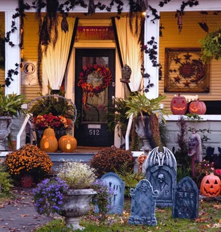 Graveyard Hallowen Porch Idea