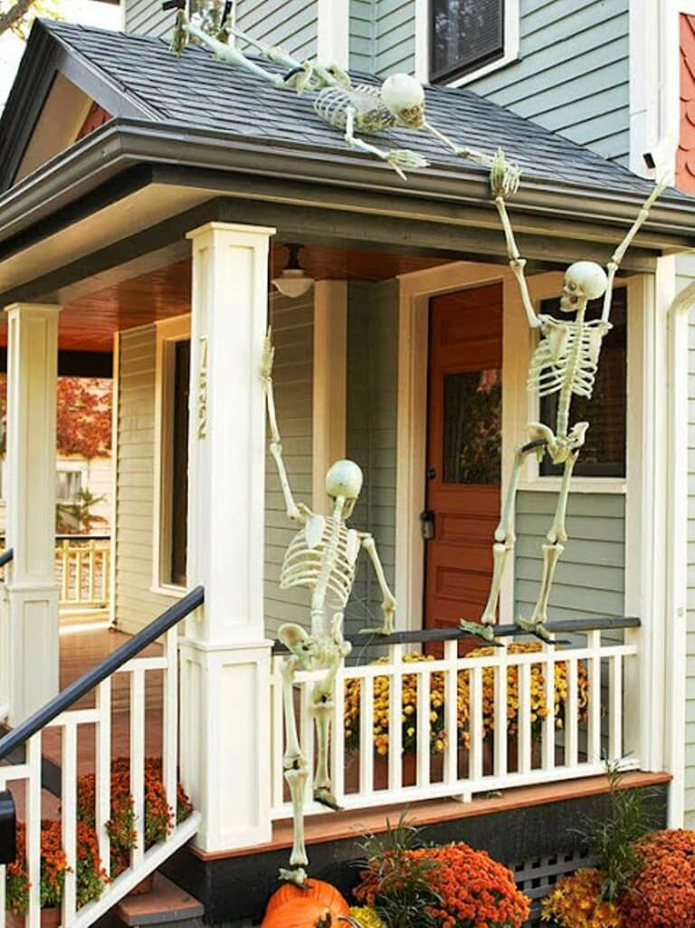 Skeletons Party Hallowen Porch Idea
