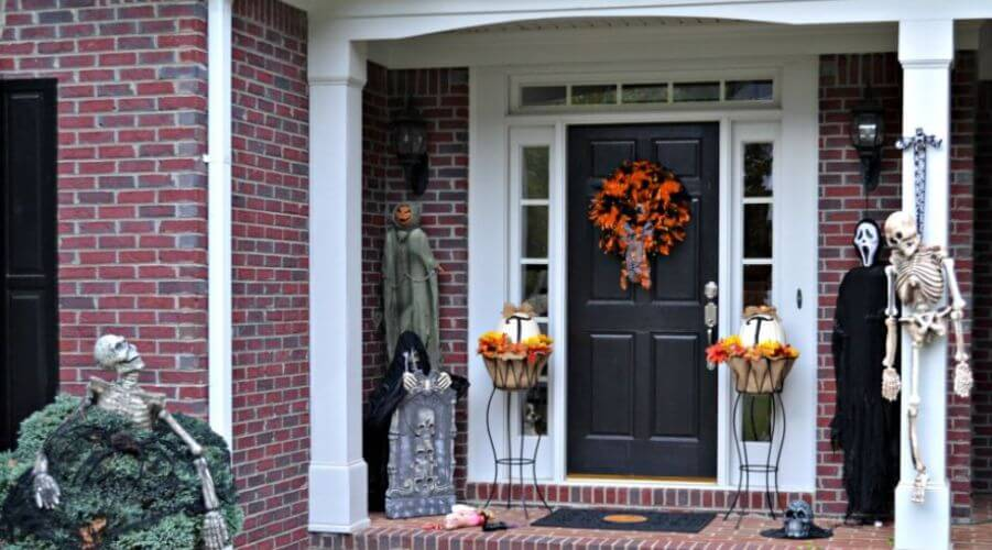 Spooky Hallowen Porch Idea