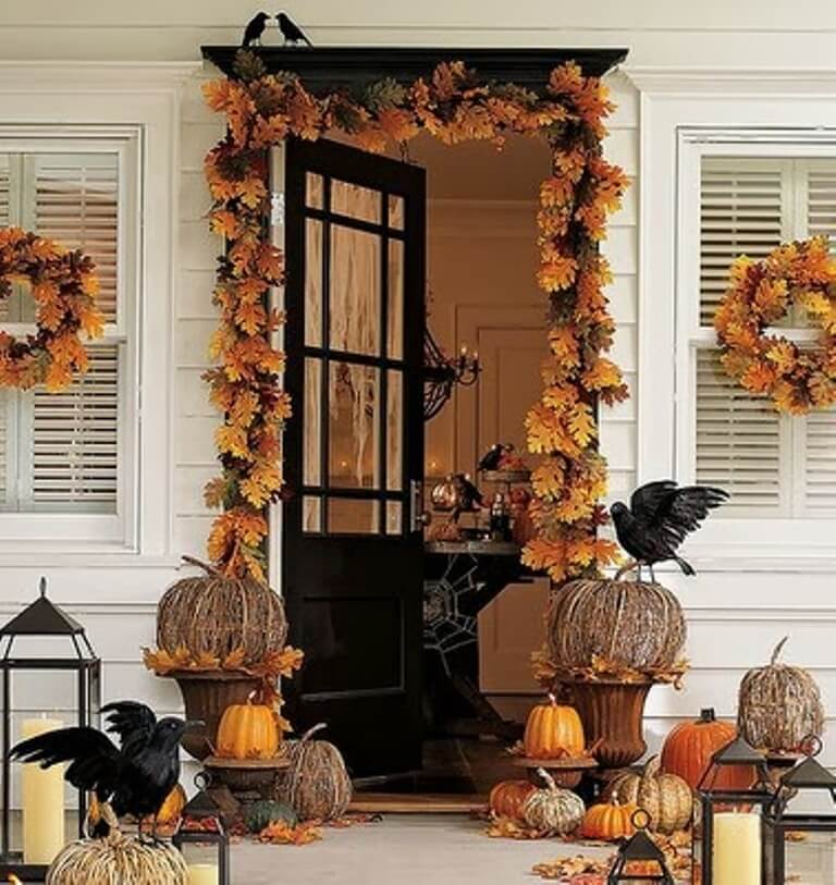 Vintage Hallowen Porch Idea