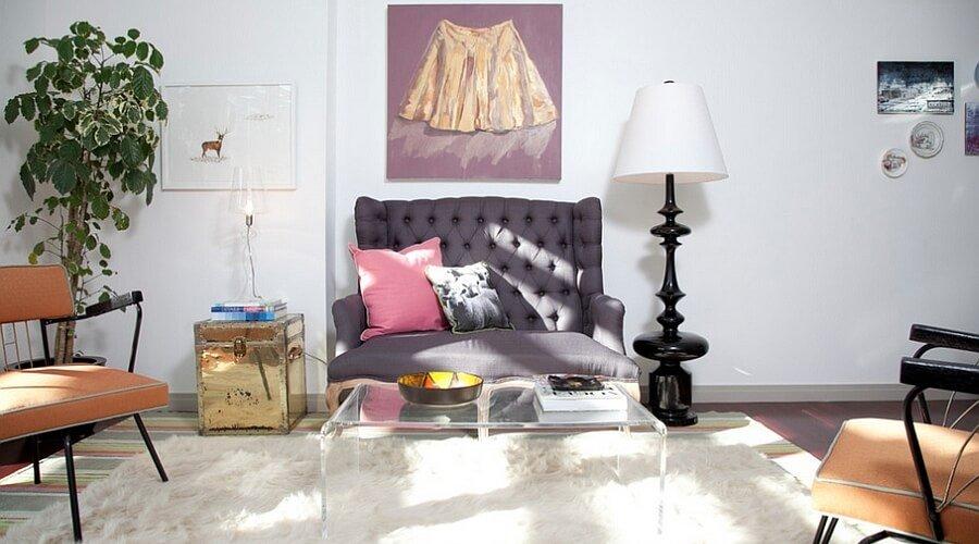 Feminine feel in 11 bold living room designs https for Bold living room ideas