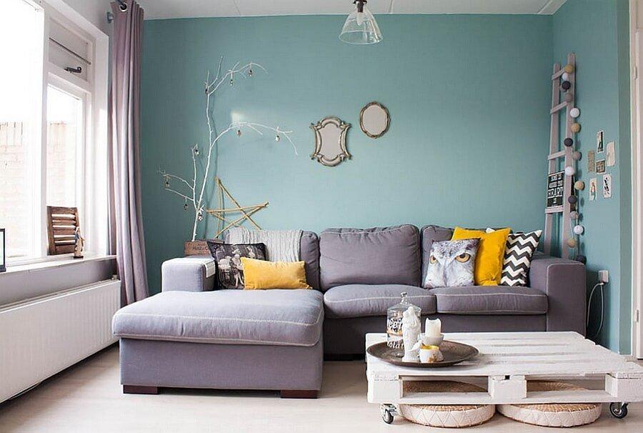 Feminine Feel In 11 Bold Living Room Designs Https