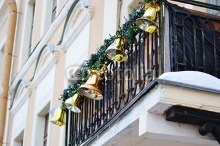 Bold Christmas Balcony