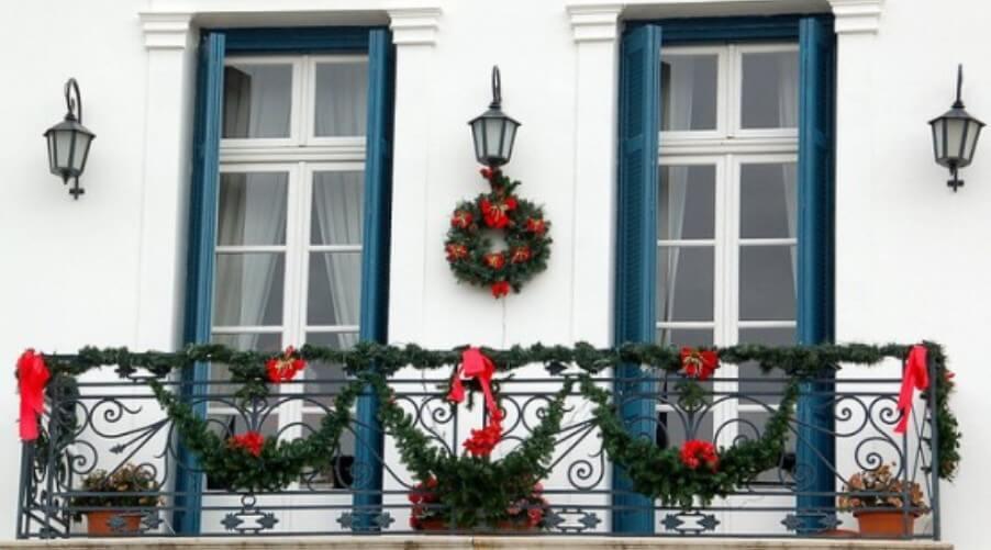 Clean and Festive Christmas Balcony