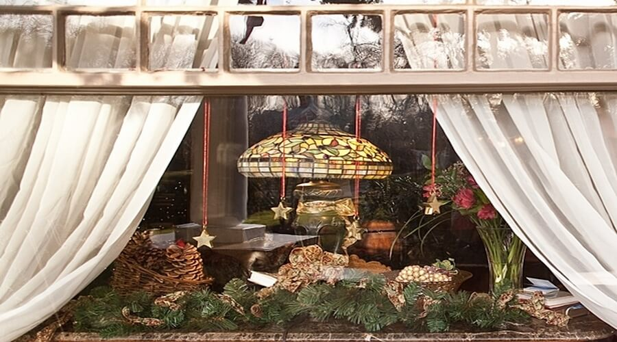 15 amazing christmas windows decor ideas to inspire for Christmas home window decorations
