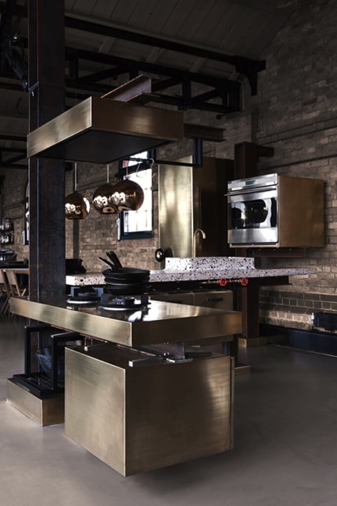 10 Classy Chic Kitchen Ideas With Brass Accent