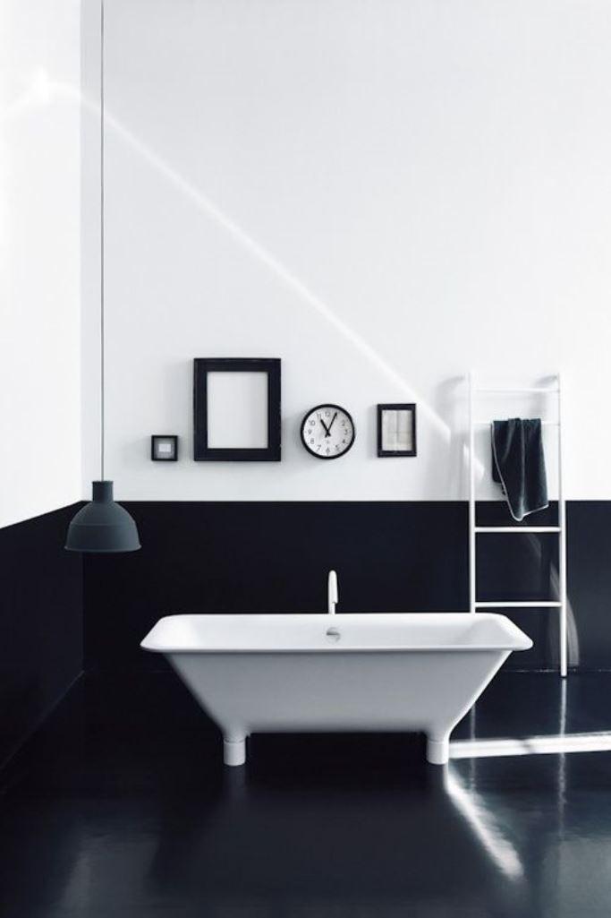 Minimalist High Contrast Bathroom