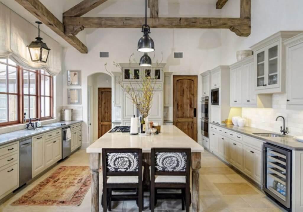 Spacious Vintage Farmhouse Kitchen