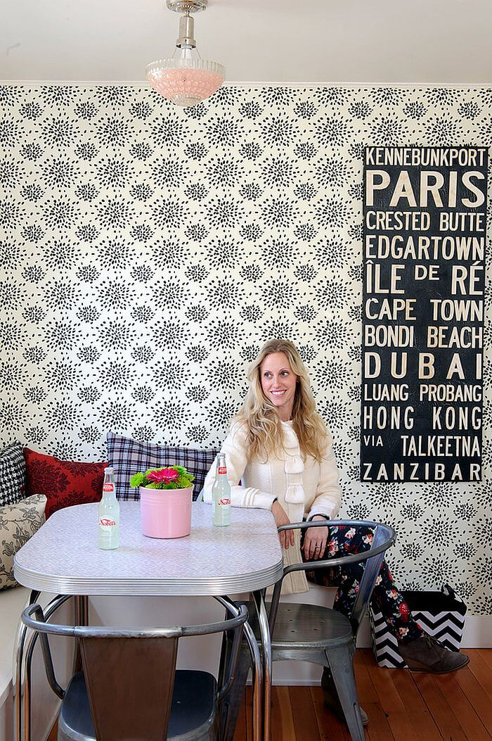 Cool-wallpaper-for-the-shabby-chic-dining-room