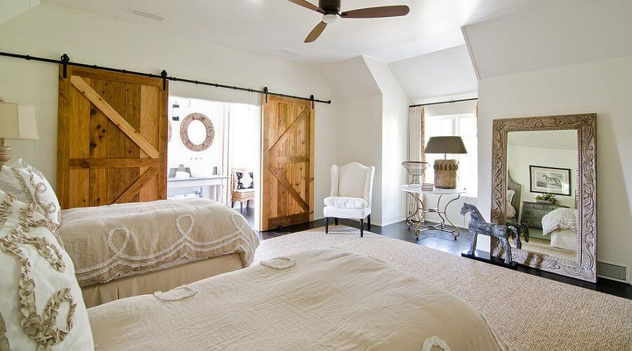 10 cool bedrooms with rustic sliding barn doors https