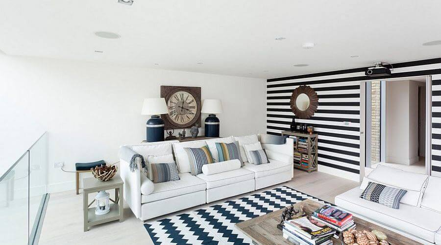 7 Beautiful Living Room Designs With Stripped Wall