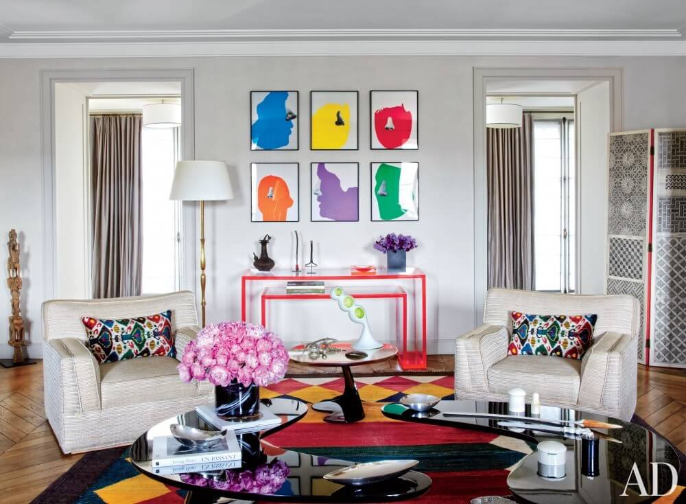 10 Refreshing Summer Living Room Designs With Pops Of