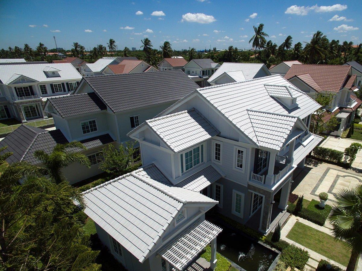 Neighborhood house roofs