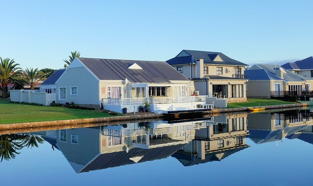 Small bungalow house near the water