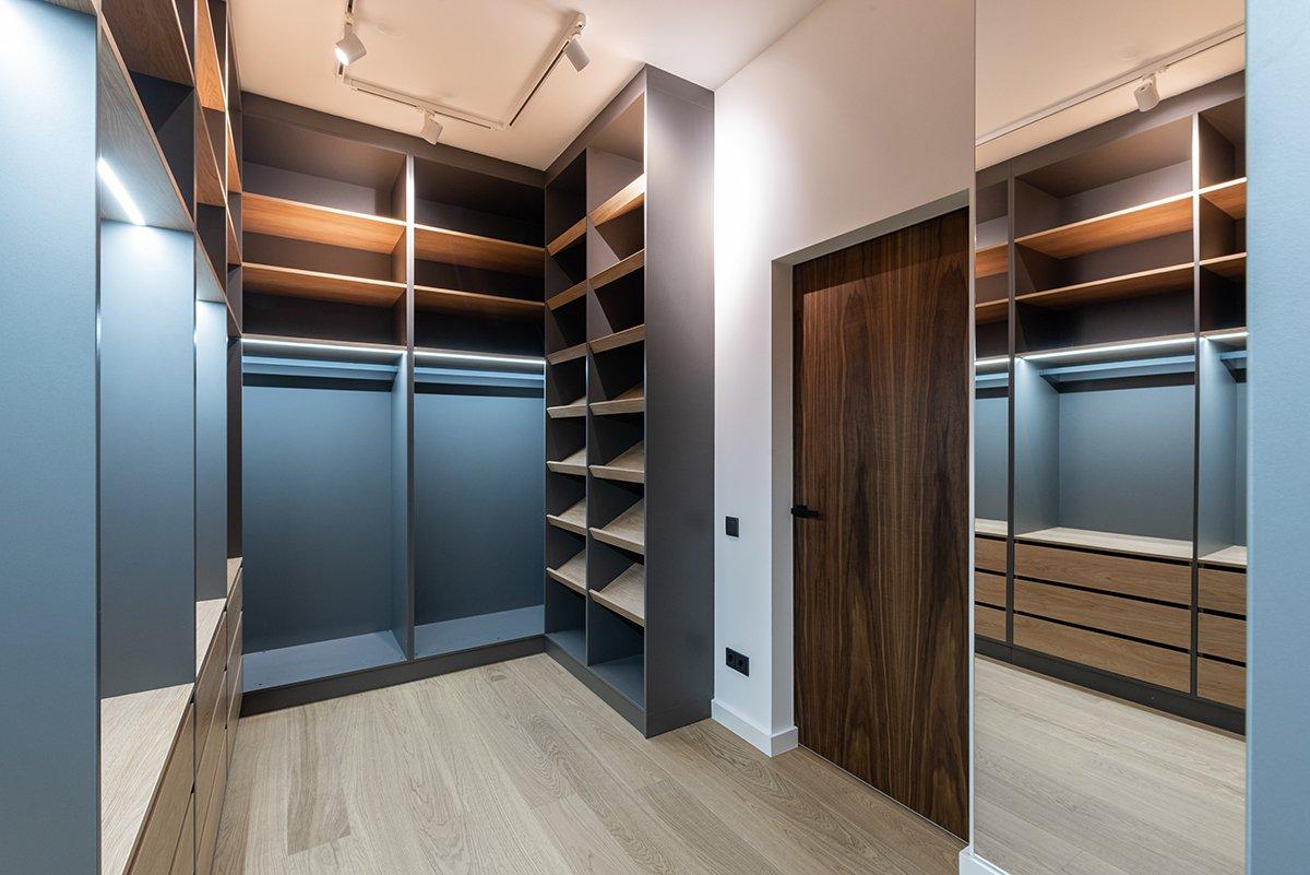 Beautiful empty freshly renovated walk-in closet